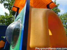How to Clean Plastic Playground Equipment – Make New Again
